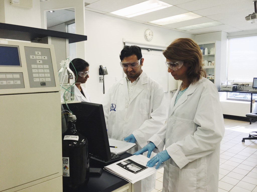 At AAPS, students work together on operating Millennium – validated HPLC software that is commonly used in the pharmaceutical industry.