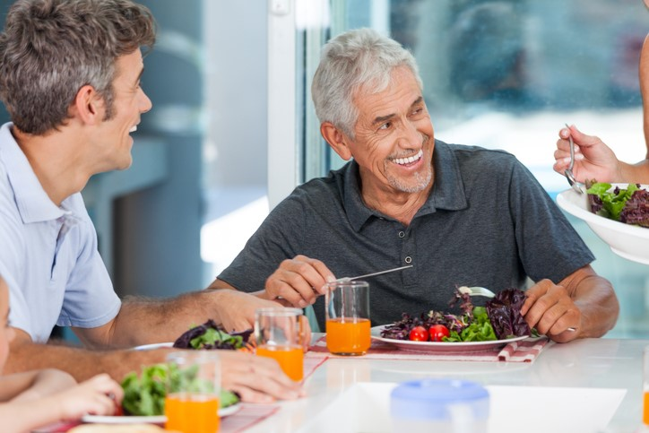 Snacking may help keep individuals from binge eating at dinner